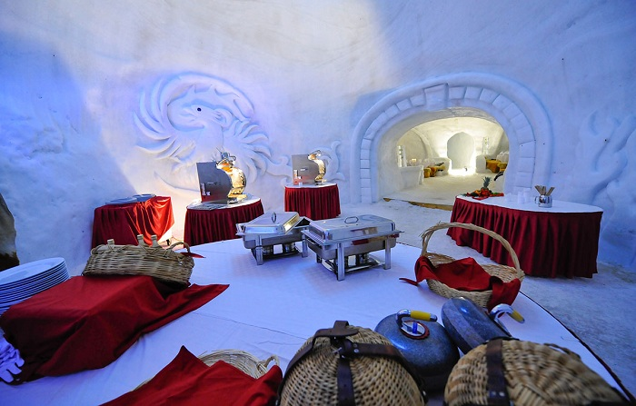 Отель из снега.