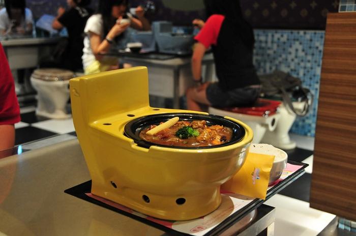 Modern Toilet - ресторан, где блюда подаются в унитазах.