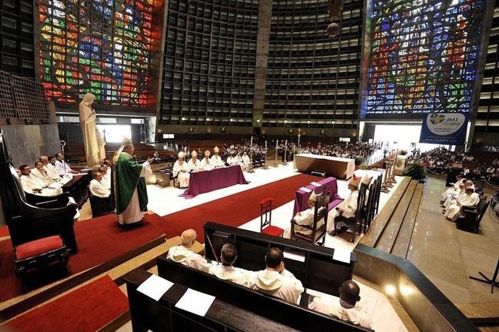 Catedral Metropolitana de Sao Sebastiao. Внутреннее убранство.