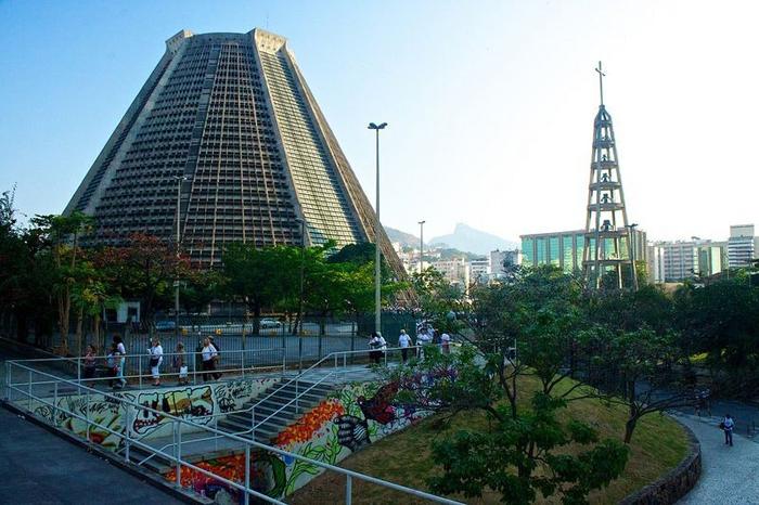 Собор в виде пирамиды, спроектированный архитектором Edgar Fonseca.
