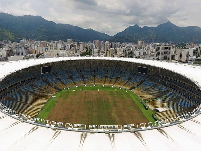 Сейчас стадион «Маракана» лишился своего изумрудно-зеленого поля.