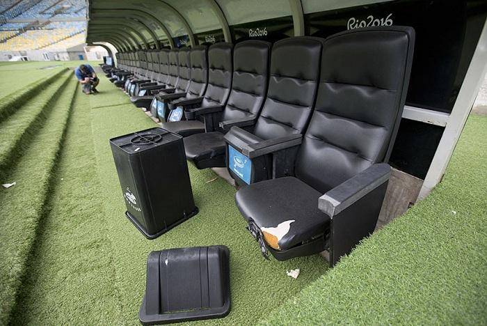 Стадион находится в запустении.