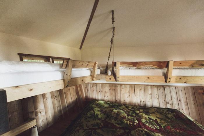 Robin's Nest Treehouse Hotel. Домик на дереве для нескольких отдыхающих.