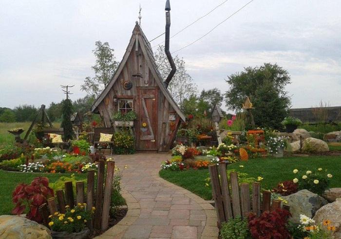 «Сказочный» домик от мастеровитого плотника Dan Pauly.