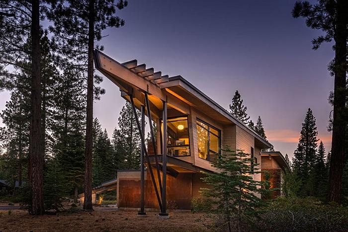 «Flight house» - загородный деревянный дом.
