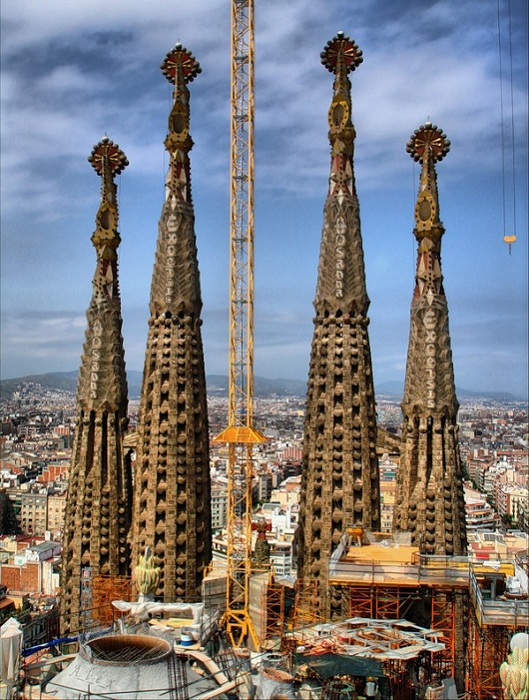 Строительные работы Храма Святого Семейства в Барселоне (Испания). | Фото: lifeglobe.net.