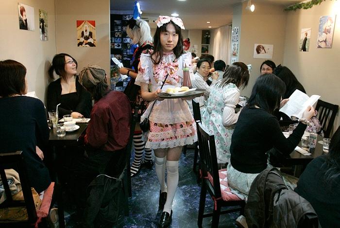 Hibaritei - японский ресторан с переодетыми официантами.