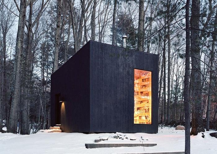Мини-библиотека в лесу Hemmelig Rom.