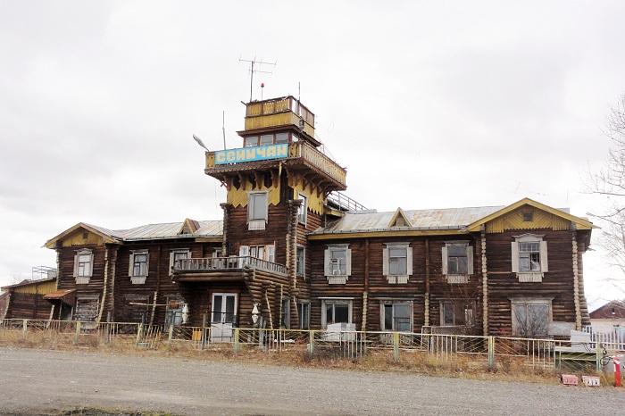 Здание аэропорта, построенное в 1942 году. | Фото: avsim.su.