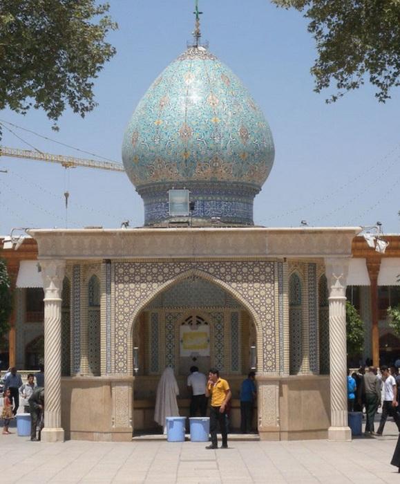 Шах-Черах - мечеть в иранском городе Шираз.