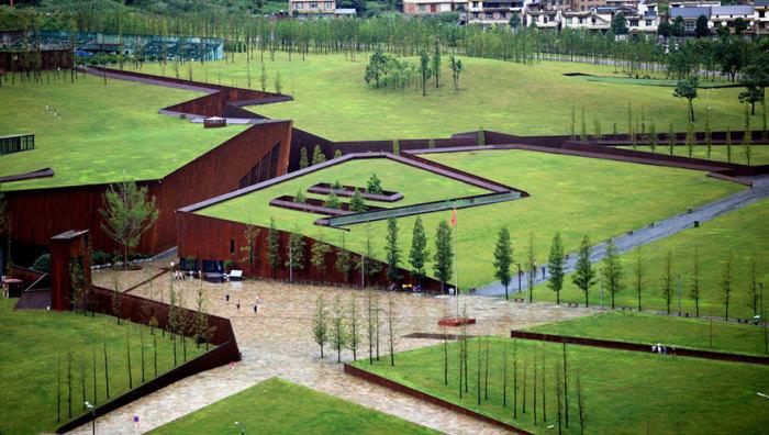 Мемориальный музей в виде разлома в Китае.