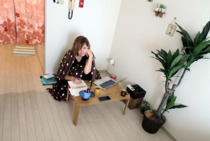 Традиционный низкий японский столик.