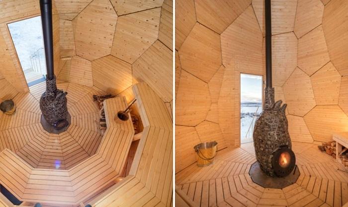 Внутри сауна напоминает пчелиные соты.