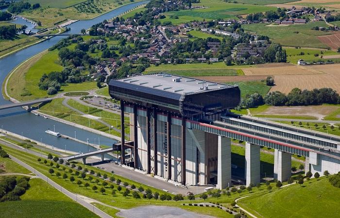 Судоподъемник Стрепи-Тиуэ, соединяющий две бельгийские реки Маас и Шельда.