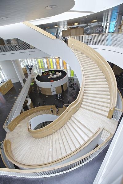 Винтовая лестница в гимназии.