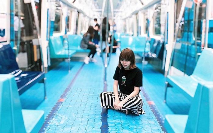 Гиперреалистичное напольное покрытие в вагонах метро в Тайбэе.