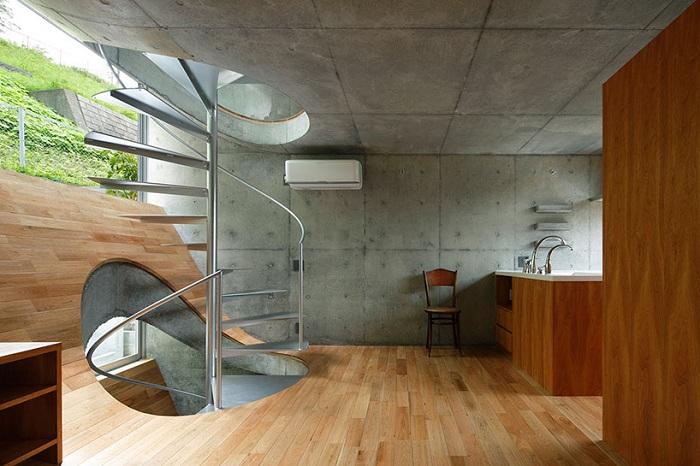 Жилой дом с поднятым полом.