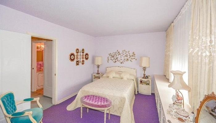 Спальная комната в пастельных тонах.