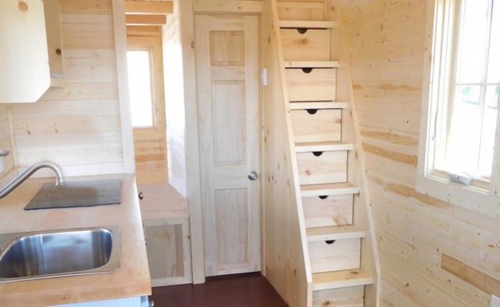 Tiny House. Лестница - ящики для вещей.