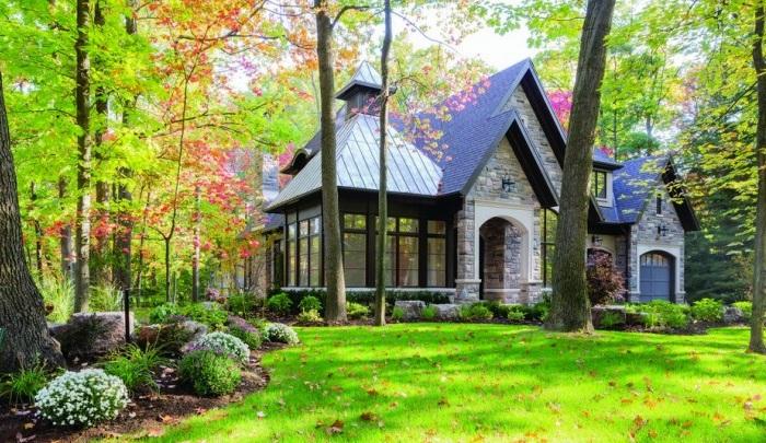 Copper Corner Residence - загородный дом с классическим экстерьером.