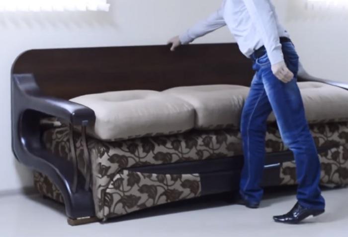 Диван-трансформер, который превращается в три разных предмета мебели.