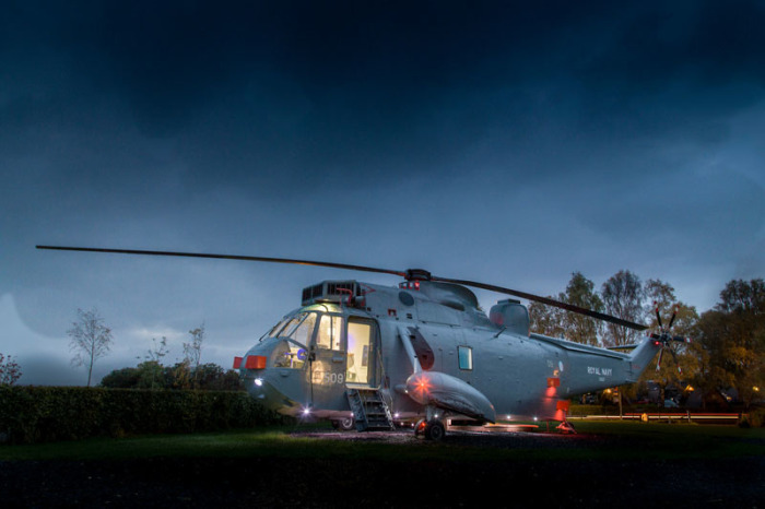 Шотландская команда Mais Farm переделала военный вертолет в комфортное жилище.