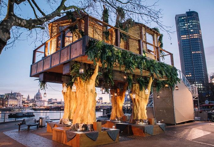 «Африканские» домики на берегу Темзы.