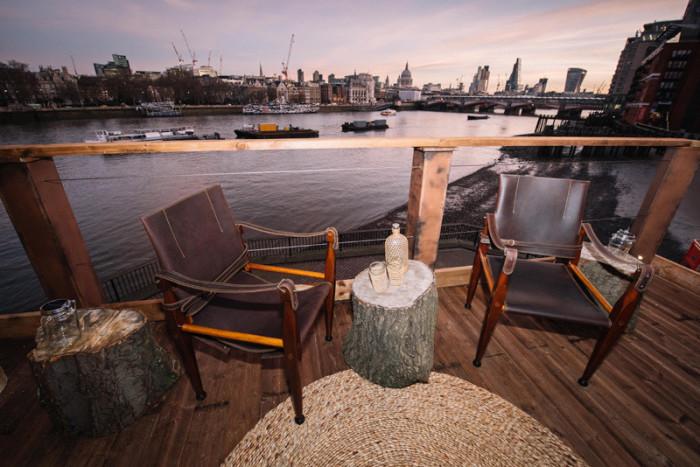 Терраса «африканского» домика с видом на Лондон.