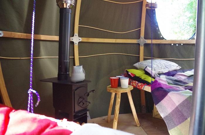 Палатка с дровяной печью.