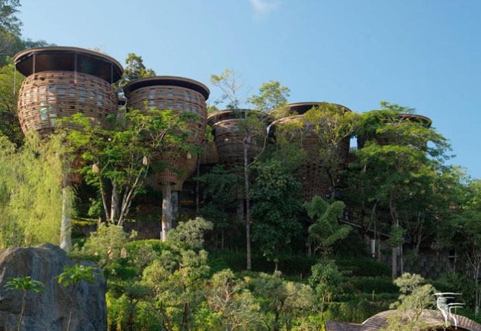 Номера отеля, выполненные в виде птичьих гнезд.