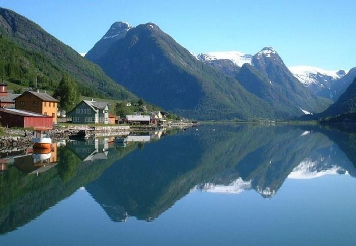 Норвежские заключенные живут в комфортабельных домиках на острове.