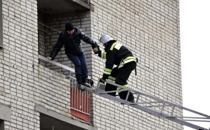 Пожарная лестница рассчитана только высоты 9 этажа. | Фото: petropress.ru.