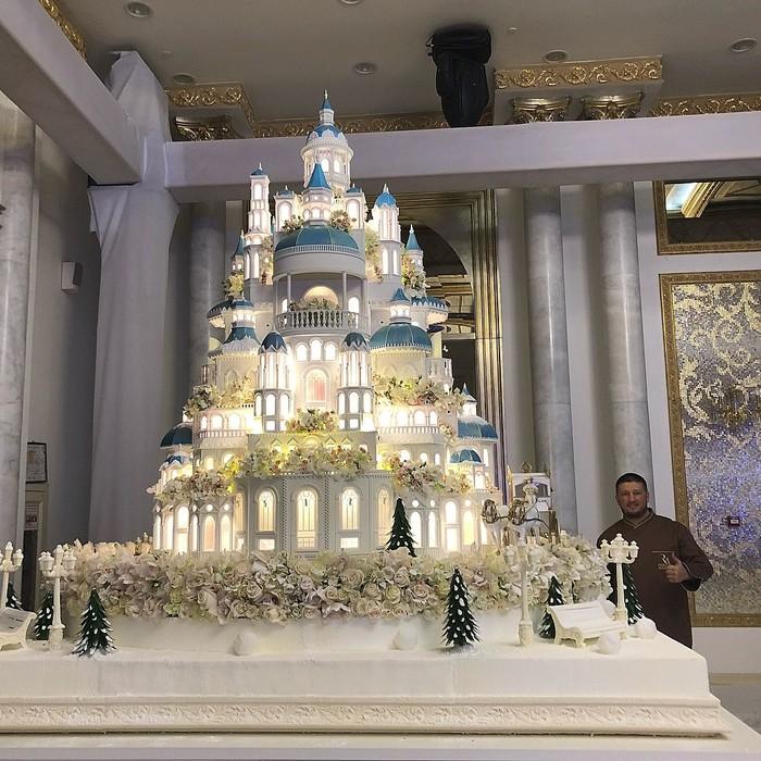 Свадебный торт стоимостью 176 000 долларов.