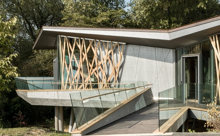 «Деревянный» дизайн онкологического центра.