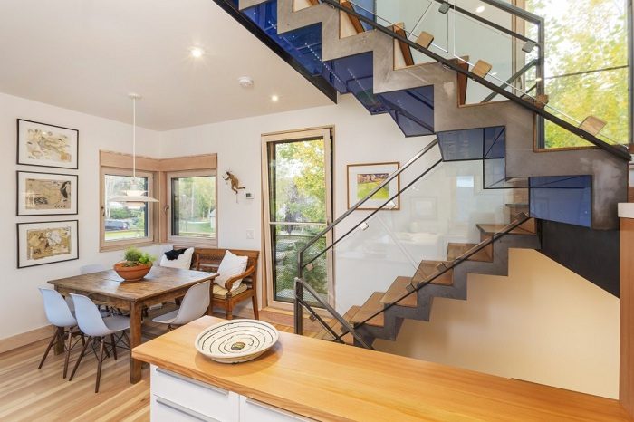 Butcherknife Residence: Дом с ярким геометрическим фасадом