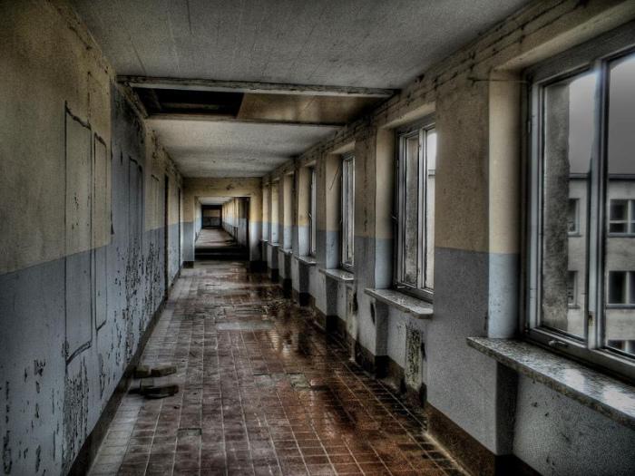 Заброшенные коридоры отеля «Прора».