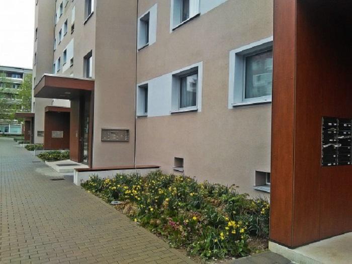 Обновленный фасад панельных домов в на территории бывшего ГДР.