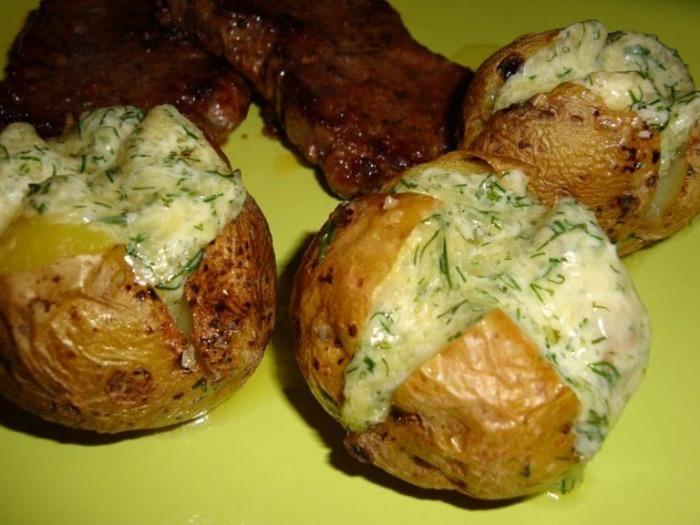 Запеченный картофель с сыром.