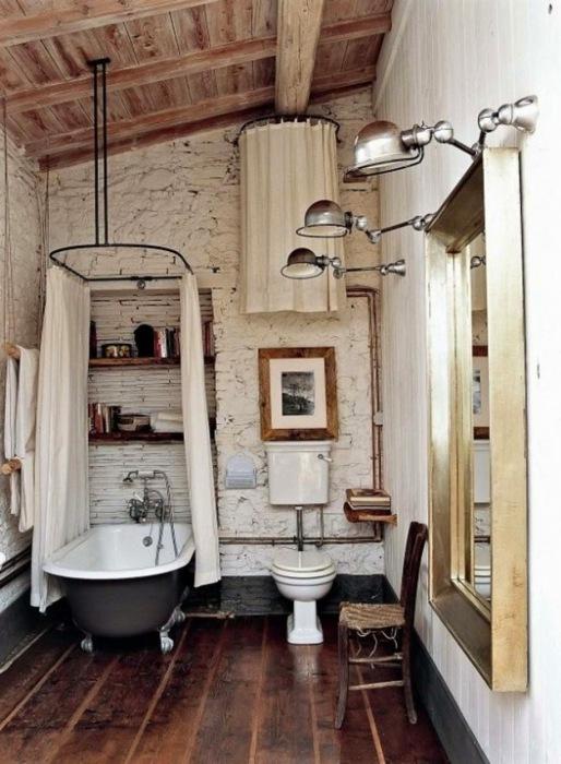 Туалетная комната в деревенском стиле.