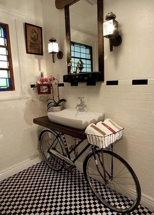 Нетипичное применение велосипеда для ванной комнаты.