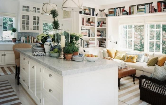Дополнительная рабочая поверхность на кухонном островке.