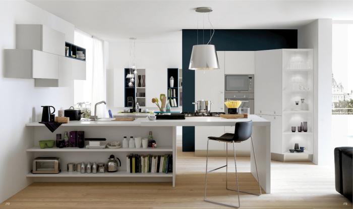 Кухонный островок со столом и рабочей поверхностью.