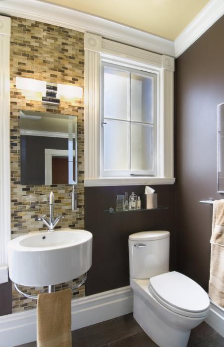 Ванная с фальш-окном.