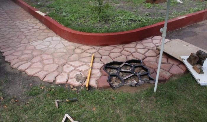 �деальный вариант для тех, кто хочет сосредоточить внимание гостей на ландшафтном дизайне садового участка.