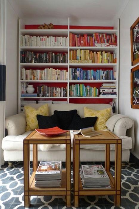 Популярной идеей рационального использования пространства в гостинной комнате является использование встраиваемой мебели.
