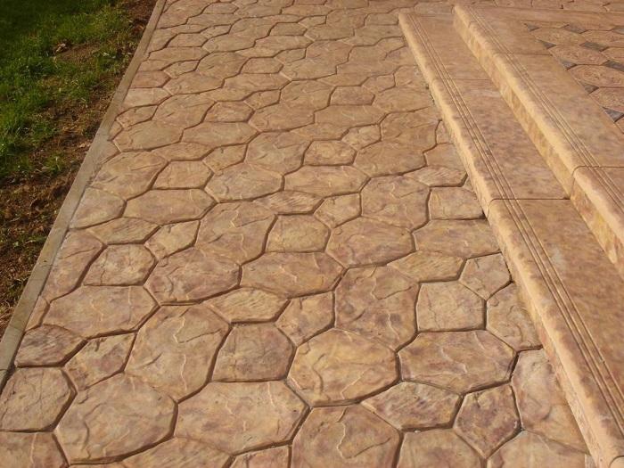 Современная бетонная дорожка.