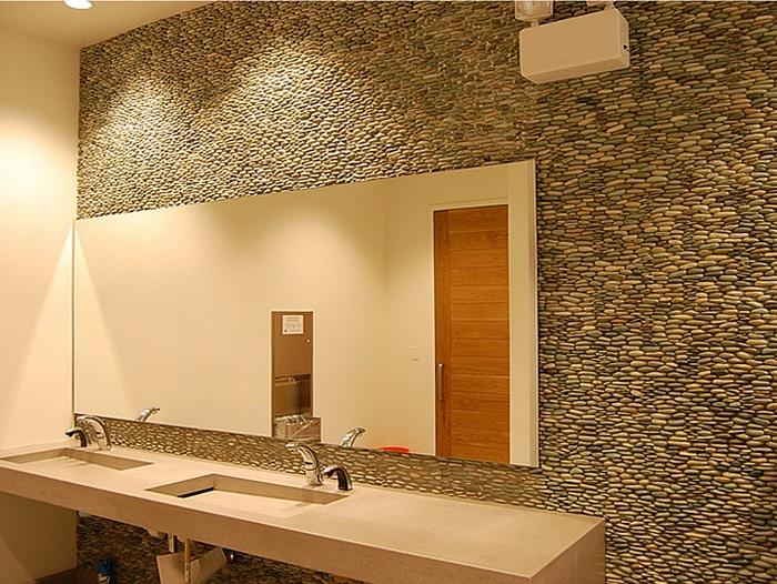 Использование морской гальки для облицовки стен - современный и актуальный тренд.