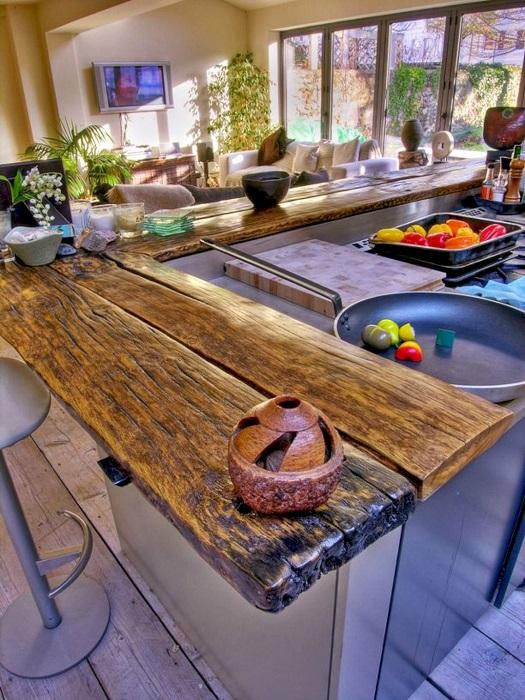 Столешница из массива древесины - один из самых дорогих и трендовых материалов.