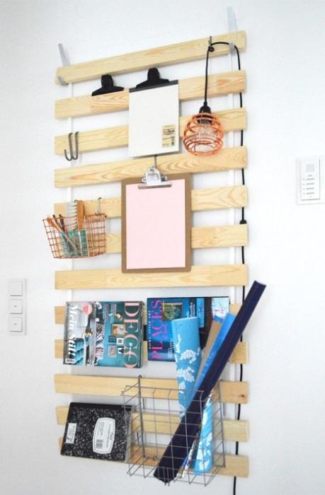 Навесной стенд, который поможет украсить и сделать интерьер более функциональным.