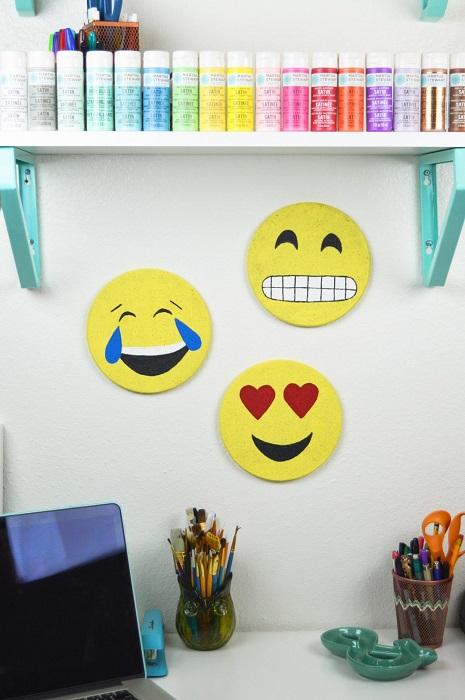 Правильно организовать и создать комфортное рабочее место важно не только тем, кто работает в офисах, но и тем, кто трудится в домашних условиях.